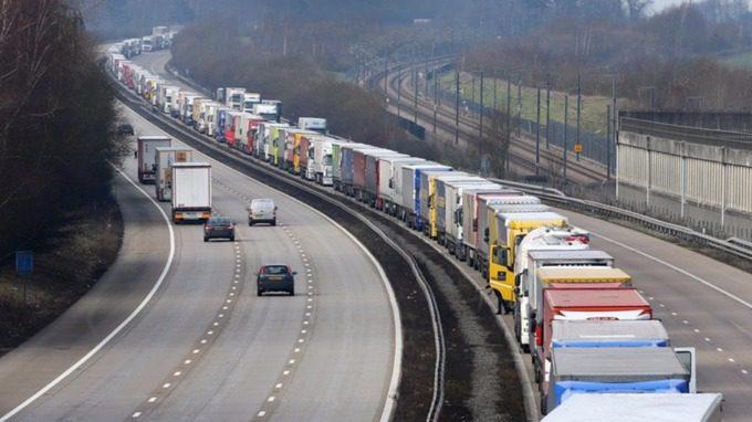 Entreprises et administration vont manquer de bras pour gérer la frontière post-Brexit