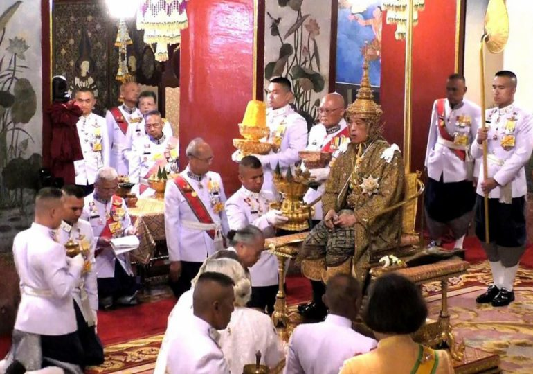 Thailande : Couronnement du roi Maha Vajiralongkorn - VIDEO