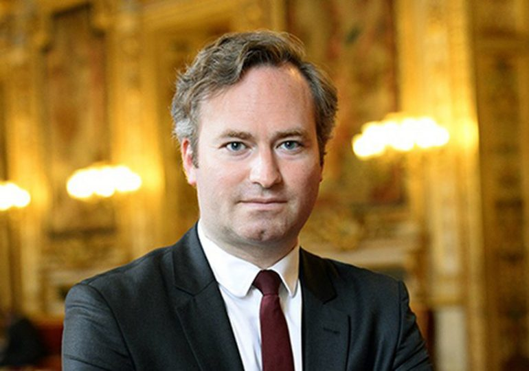 Jean Baptiste Lemoyne se paie Nicolas Hulot