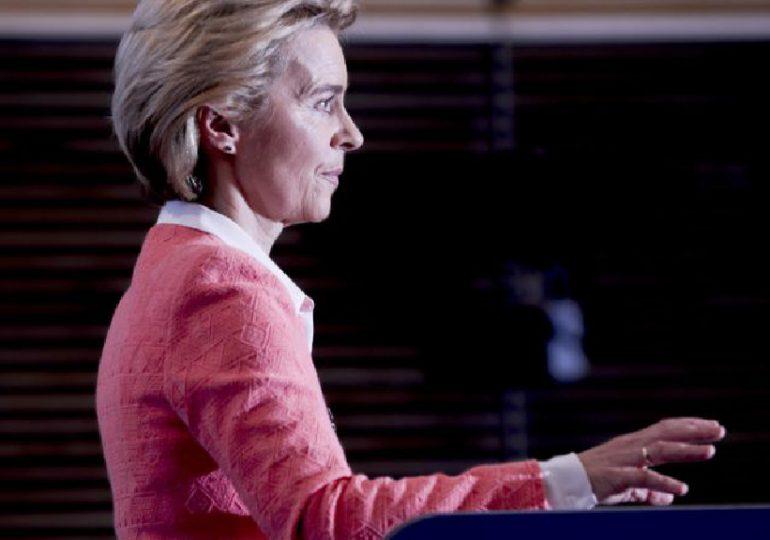 Ursula von der Leyen contrainte par les eurodéputés de remanier son équipe