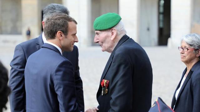 Emmanuel Macron célèbre jeudi, à Paris puis à Londres, le 80e anniversaire de l'appel du 18 juin de Charles de Gaulle, l'occasion pour lui d'appeler à l'unité de la nation, quand tous ses adversaires se disputent l'héritage du général