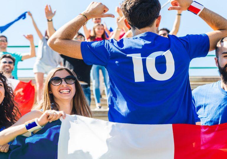 La France arrête son foot, mais l'exporte.