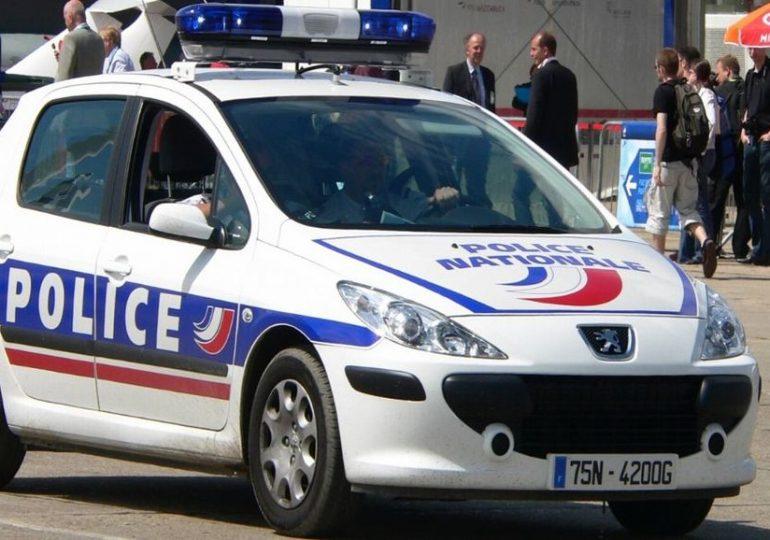 "Deux policiers ""massacrés"" en France"