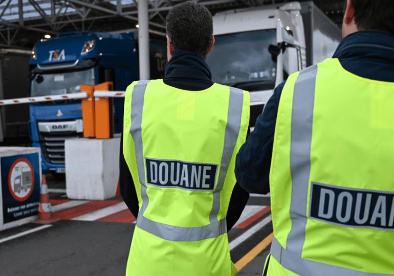 Le Royaume-Uni repousse à nouveau de six mois les contrôles douaniers sur les importations de l'UE